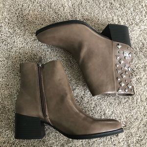 NEW circus Sam Edelman taupe studded pointed boots